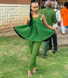 Renys Wedding traditional outfits for African Women - Reny styles Couples African Outfits, African Dresses For Kids, African Print Dresses, African Attire, African Wear, African Women, African Fashion Ankara, African Print Fashion, Africa Fashion