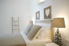 Escape to tropical luxury in Mykonos Small Studio Apartment Design, Small Space Interior Design, Interior Design Studio, Interior Design Living Room, Living Room Decor, Living Spaces, Teal Bedroom Decor, Calm Bedroom, Bedroom Ideas