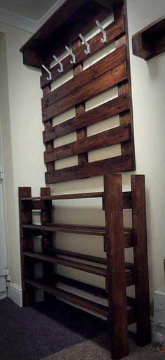 upcycled pallet hallway coat rack and shoes rack - DIY Home Decor Pallet Crafts, Diy Pallet Projects, Home Projects, Pallet Ideas, Diy Bedroom Projects, Wooden Pallet Furniture, Wooden Pallets, Diy Furniture, Pallet Wood