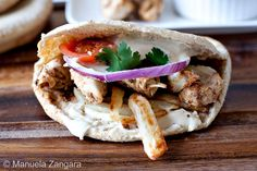How to make the best chicken shawarma sandwich! Marinated chicken served in whole meal pita with tomatoes, onions, baked chips and tarator sauce.