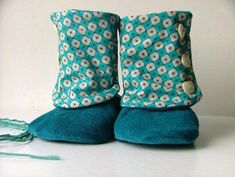 remarquable idee cadeau couture idee cadeau couture rapide Pochette Portable Couture, Baby Boots, New Years Eve Party, Creations, Throw Pillows, Sewing, Kids, Women, Style