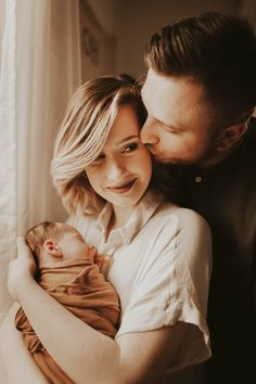 Lifestyle newborn session - Check more at Newborn Family Pictures, Newborn Baby Photos, Pregnancy Photos, Baby Pictures, Pregnancy Info, New Born Family Photos, New Born Photo Ideas, Foto Newborn, Newborn Session