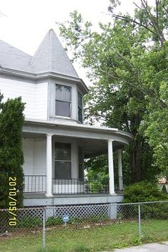 OldHouses.com - 1895 Victorian: Queen Anne - Near Original Victorian w' Turret in Cairo, Illinois