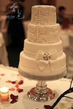 Lace wedding cake made by @sweetsbysuzie Melbourne