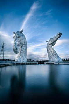 Scottish Kelpies / The Kelpies Helix Park, Grangemouth, Falkirk United Kingdom Horse Sculpture, Abstract Sculpture, Art Sculptures, Art Bizarre, Horse Art, Horse Head, Exotic Places, Equine Art, Public Art