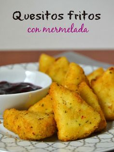 Quesitos fritos con mermelada - Eat Drink and Let's Party! No Salt Recipes, Veggie Recipes, Great Recipes, Snack Recipes, Cooking Recipes, Snacks, Empanadas, Good Food, Yummy Food