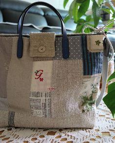 Patchwork Bags, Quilted Bag, Diy Bags Purses, Purses And Handbags, Sacs Tote Bags, Reusable Tote Bags, Japanese Bag, Linen Bag, Denim Bag