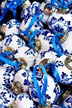 blue and white Christmas Delft Christmas ornaments- WOW! Noel Christmas, Christmas Colors, Winter Christmas, All Things Christmas, Christmas Crafts, Christmas Decorations, Christmas Ornaments, Holiday Decor, Christmas Balls