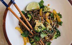 Recette : Nouilles soba à l'arachide et au brocoli - MissFresh Japchae, Fresh, Cooking, Ethnic Recipes, Food, Cilantro, Recipe, Soba Noodles, Bon Appetit