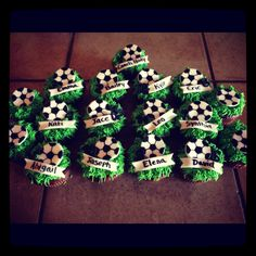 Soccer cupcakes- a must do for my daughters soccer team .... Thanks Corie for sending me the pin xoxo