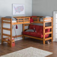 Cool kompaktes Hochbett f r Kinder aus Bretten und ein rotes Sofa unten