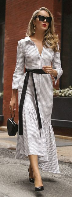 The most comfortable pumps every working girl needs // long sleeve white and black checkered asymmetrical dress black patent pumps Sarah Flint theory le specs workwear classic style Fashion Mode, Nyc Fashion, Work Fashion, Trendy Fashion, Womens Fashion, Trendy Style, Korean Fashion, Trendy Dresses, Nice Dresses
