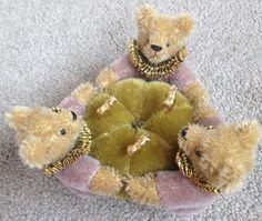ARTIST HELEN GODFREY TEDDY BEAR TRIO PINCUSHION FOR DOLLMASTERS LTD ED MINT TAG