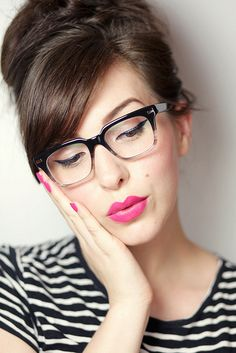 Eye makeup tips for eyeglass wearers - beauty - Brille Bangs And Glasses, Cute Glasses, New Glasses, Girls With Glasses, Girl Glasses, Eye Makeup Tips, Hair Makeup, Makeup Ideas, Lunette Style