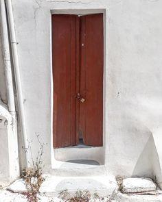 Old red door, part two . . . . . #crete #mycrete #cretazine #seemycrete #wanderlust #reasonstovisitcrete #beautifuldesinations…
