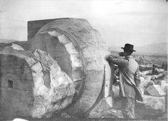 Charles-Édouard Jeanneret [Le Corbusier] à l'Acropole, Greece, Sept. Athens Acropolis, Parthenon, Pierre Jeanneret, Architecture, Old Photos, Greece, Images, Museum, Black And White