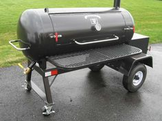 This tank smoker is a good choice for serious barbecue enthusiasts and entertainers who love the tradition of offset cooking. Bbq Smoker Trailer, Bbq Pit Smoker, Barbecue Pit, Bbq Grill, Diy Smoker, Custom Bbq Smokers, Offset Smoker, Bbq Pitmasters, Homemade Smoker