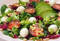 Caprese Salad, Cobb Salad, Bon Appetit, Mozzarella, Cantaloupe, Lunch Box, Food And Drink, Chicken, Fruit