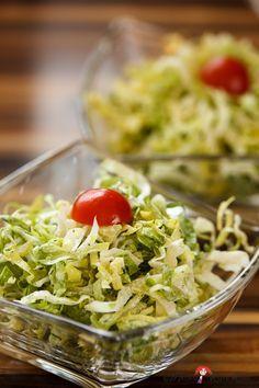 Ein knackiger Salat gefällig?  Würziger Endiviensalat gehört für mich stets als schlichte, aber kulinarische Offenbarung mehrmals in der  ...