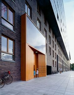 Hans Kohlhoff_Apartment Building in the KNSM-Eiland Residential Building Entrance Signage, Modern Entrance Door, Entrance Design, Facade Design, Exterior Design, Brick Architecture, Residential Architecture, Amazing Architecture, Architecture Details
