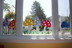 Laminerede svampe med huller af silkepapir, så solen skinner igennem.