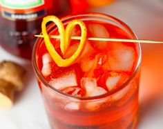Learn how to make the perfect Aperol Spritz with just three ingredients- Prosecco, aperol & soda water. This low-alcohol cocktail is perfect for happy hour. Fancy Drinks, Bar Drinks, Yummy Drinks, Healthy Drinks, Alcoholic Drinks, Beverages, Cocktail Garnish, Cocktail Drinks, Cocktails