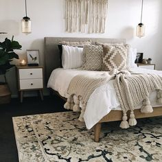 😍😍 Beautiful bedroom from one of recent customers!! Rug featured is our Caliente 327 Bone Multi Coloured Patterned Faded Traditional Rug, pictured in size 290 x 200cm. This rug is non shedding, low maintenance, super soft for maximum comfort, and available in a wide range of sizes to suit any room in your home! Shop here: