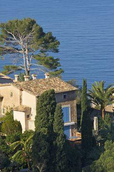 8 tolle Fincas zum Mieten auf Mallorca findet ihr hier: http://www.travelbook.de/europa/mallorca-authentisch-erleben-die-schoensten-fincas-zum-mieten-638157.html
