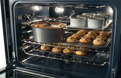 True Convection: Single convection fan circulates hot air throughout the oven for faster and more even multi-rack baking.