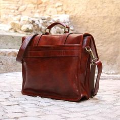 Leather English Briefcase Messenger Bag Floto Firenze back tuscany Vintage Leather Messenger Bag, Black Leather Briefcase, Leather Laptop Bag, Briefcase For Men, Leather Buckle, Leather Men, Leather Bags, Thing 1, Luggage Straps