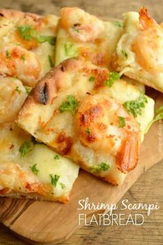If you love garlic and buttery shrimp, this Shrimp Scampi Flatbread is for you! A quick, simple recipe that is packed with buttery garlic flavor and melty mozzarella cheese In just a little more tha - pizza Fish Recipes, Seafood Recipes, Appetizer Recipes, Cooking Recipes, Healthy Recipes, Mini Appetizers, Shrimp Appetizers, Healthy Appetizers, Gourmet