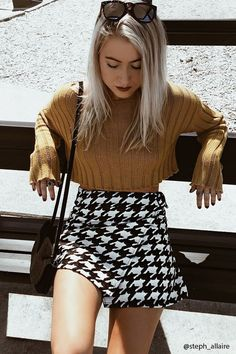 Super cute houndstooth mini skirt #fall #fashion #outfit