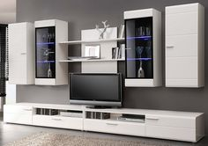 Da un toque sofisticado y original al #salón con este mueble blanco con luces de LED incorporadas. ¡Renueva tu hogar por muy poco dinero! #CalidadBOOM Front Room Design, Tv Wall Design, Home Room Design, House Design, Modern Tv Cabinet, Modern Tv Wall Units, Tv Cabinet Design, Tv Unit Furniture, Hall Furniture