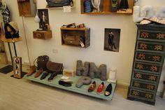1000+ images about Tiendas decoradas con muebles ...