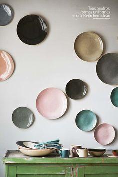 Pratos de parede. Veja: http://www.casadevalentina.com.br/blog/detalhes/pratos-de-parede-2896 #details #interior #design #decoracao #detalhes #decor #home #casa #design #idea #ideia #charm #charme #casadevalentina