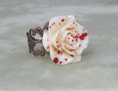 Murder in the Garden ring Halloween Horror jewelry Red Blood spattered white roses rose Alice in wonderland, Vampire Red Jewelry, Gothic Jewelry, Cute Jewelry, Jewelry Box, Jewelry Accessories, Jewlery, Jewelry Rings, Industrial Jewelry, Beaded Rings