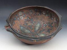 Rosemalt trøys, ant. Numedal. 17/1800 tallet. D: 35 cm. Sprekker med gml. rep. Prisantydning: ( 5000 - 6000)