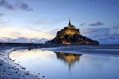 Photo : Coucher de soleil au Mont Saint Michel,  France, Paysages, Monuments, Mers et plages, Nuit, Contre-jour, Mont saint michel. Toutes les photos de MICHELE D HEROUVILLE sur L'Internaute