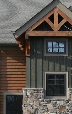 Cabin Exterior Colors, Log Cabin Exterior, Mountain Home Exterior, Rustic Exterior, Exterior Paint Colors For House, Craftsman Exterior, Cottage Exterior, Porches, Green Siding