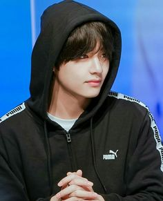 breathtaking ˗ˏˋ♡ˎˊ˗ ☆you're like a constant constellation guiding me☆ || #BTS 180408 PUMA fansign #V #TAEHYUNG {credit to the owner}