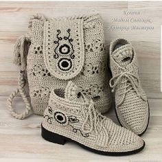 Embroidery for Beginners & Embroidery Stitches & Embroidery Patterns & Embroidery Funny & Machine Embroidery Crochet Shoes Pattern, Crochet Boots, Shoe Pattern, Crochet Purses, Crochet Slippers, Knit Crochet, Crochet Patterns, Botas Boho, Knit Shoes