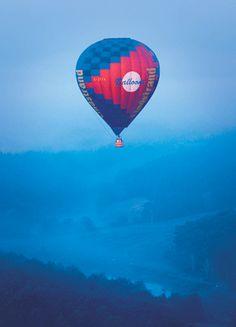 Hot air ballooning in Chianti Balloon Flights, Hot Air Balloon, Shades Of Green, Balloons, Italia, Hot Air Balloons, Air Balloon, Balloon