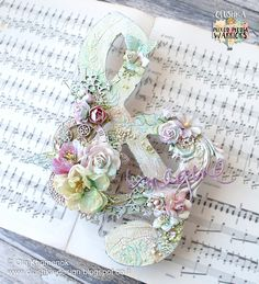 Hello dears! Ola here. Today I would like to share with you this altered Treble Clef, in Shabby Chic style. I used a ready-made wooden bas...