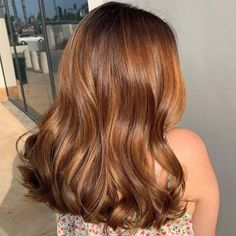 Brown Hair Balayage, Brown Hair With Highlights, Brown Hair Inspo, Brown Hair With Auburn, Brown Hair Inspiration, Caramel Highlights, Brown Hair Dyes, Caramel Hair With Brown, Short Caramel Hair