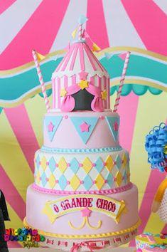 Victoria Decoração Infantil : Circo rosa - Munuela Circus 1st Birthdays, Carousel Birthday Parties, 2nd Birthday Party Themes, Circus Birthday, First Birthdays, Carnival Cakes, Circus Carnival Party, Circus Theme Party, Carnival Themes