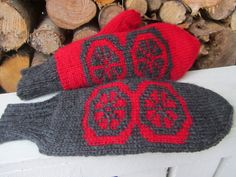 Lankapirtti: Tuplalapasten uusittu ohje Knit Mittens, Knitted Gloves, Knitting Socks, Fingerless Gloves, Knit Socks, Fair Isle Knitting, Arm Warmers, Knit Crochet, Cool Outfits