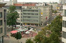 Die Georgstraße in Hannover ist die Haupteinkaufsstraße im Stadtteil Mitte der niedersächsischen Landeshauptstadt. Wenige Minuten vom Hauptbahnhof entfernt.