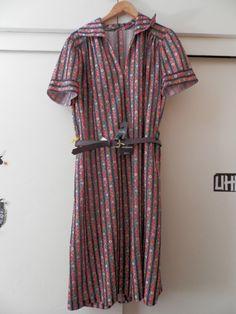 Vestido de flores muy veraniego, con cinturón. Talla XL. 9,95 `+ gastos de envío aparte.