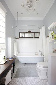Love the towel shelf.