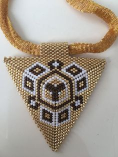 (notitle) – Hilal Akyüz – Join the world of pin Pendant Earrings, Beaded Earrings, Beaded Jewelry, Peyote Beading Patterns, Loom Beading, Cream Flowers, Brick Stitch, Bead Weaving, Bead Earrings